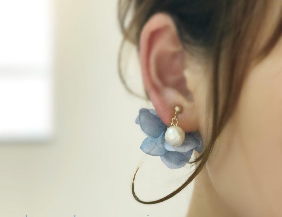 『コットンパールと花びら』のアイスブルー