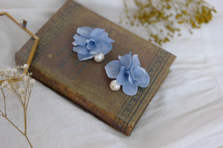 コットンパールと花びらイヤリングのブルーアッシュの画像8