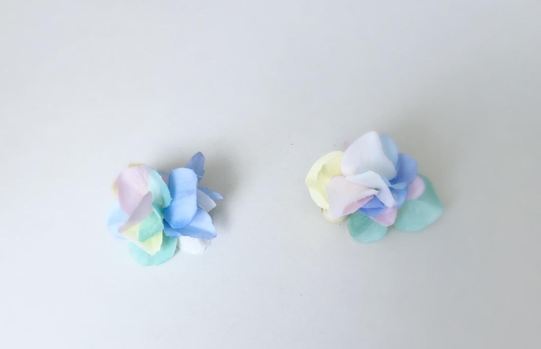 コットンパールと花びらピアスの「キャンディー」の写真