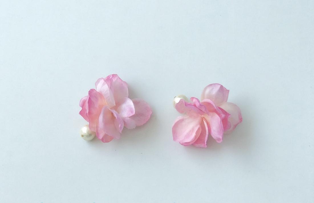 コットンパールと花びらピアスの「strawberry-milk」の写真